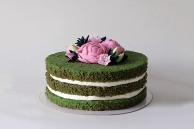 Green Cake with Roses
